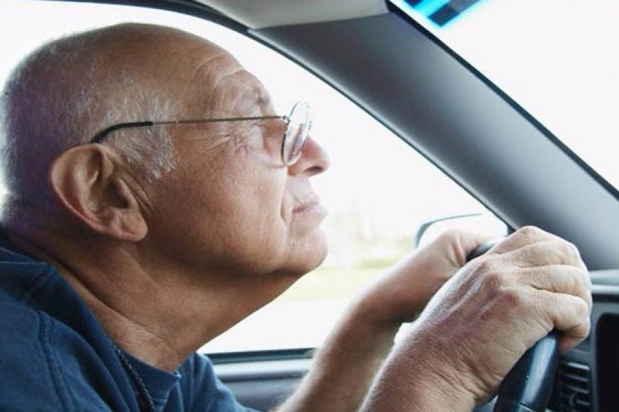 Vége a találgatásoknak. Kiderült mi lesz a nyugdíjasok jogosítványával.