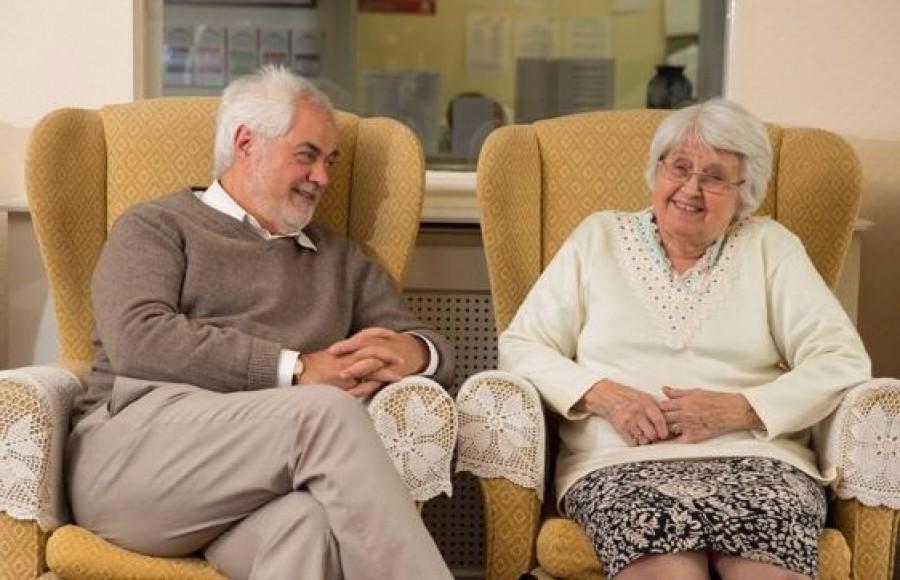 Százezer forint önkormányzati ajándékot kaphatnak a nyugdíjasok