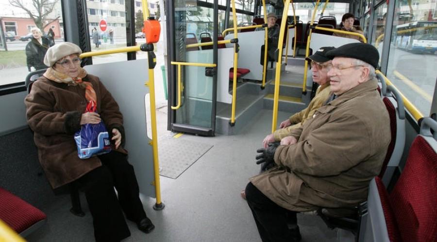 A 65 év felettiek ne lepődjenek meg, ha nem lesz ingyenes az utazás!
