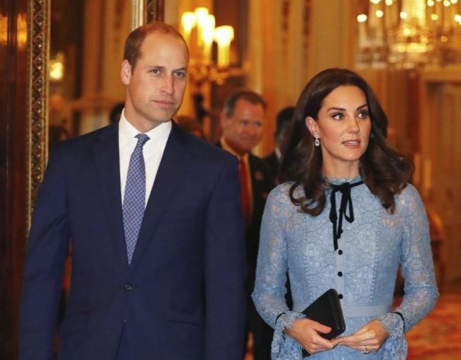 Rendhagyó karácsonyi fotón a brit hercegi pár és gyermekeik