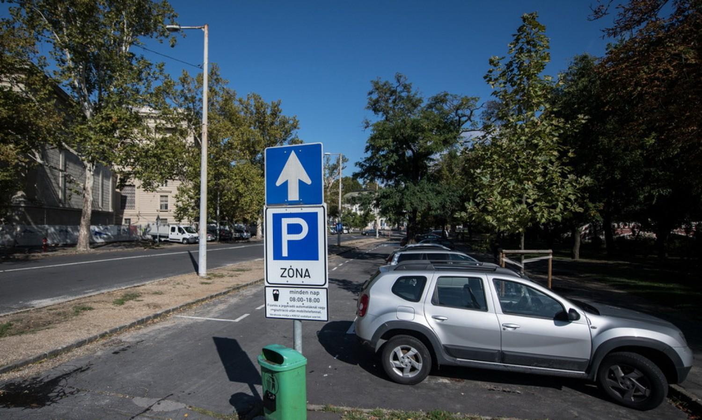 FIGYELEM! Ingyenes lesz a parkolás!