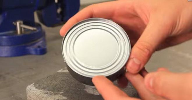 Így tudsz felnyitni egy konzervet konzervnyitó nélkül.