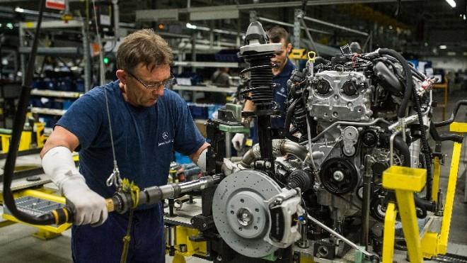 Több ezer magyar munkásra van szükség. 8 általános is elég a 350 ezres fizetéshez.