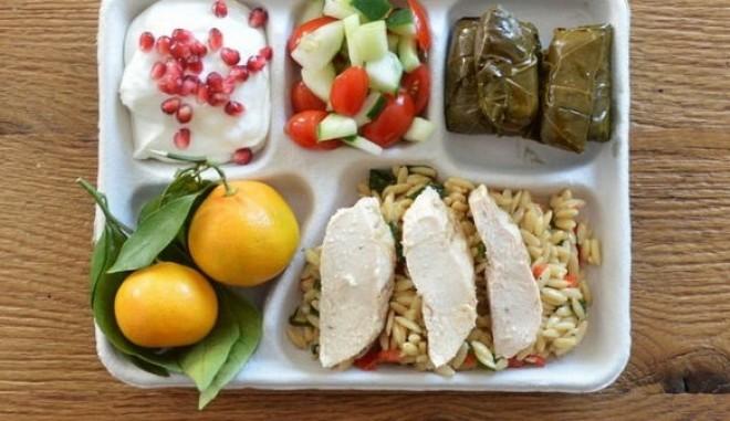 Így néz ki egy átlagos iskolai ebéd a világ különböző országaiban