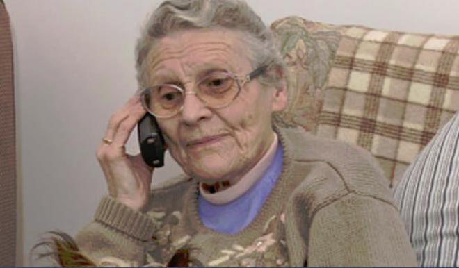 Így szedik ki a legfontosabb információkat az idős emberekből!