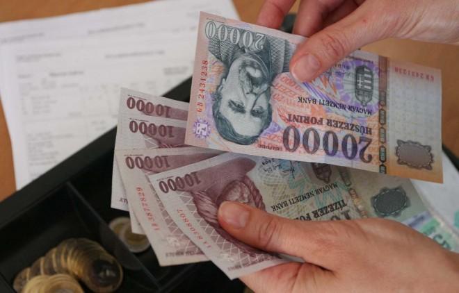Szenzációs bejelentés: Egységes béremelés április 1-től