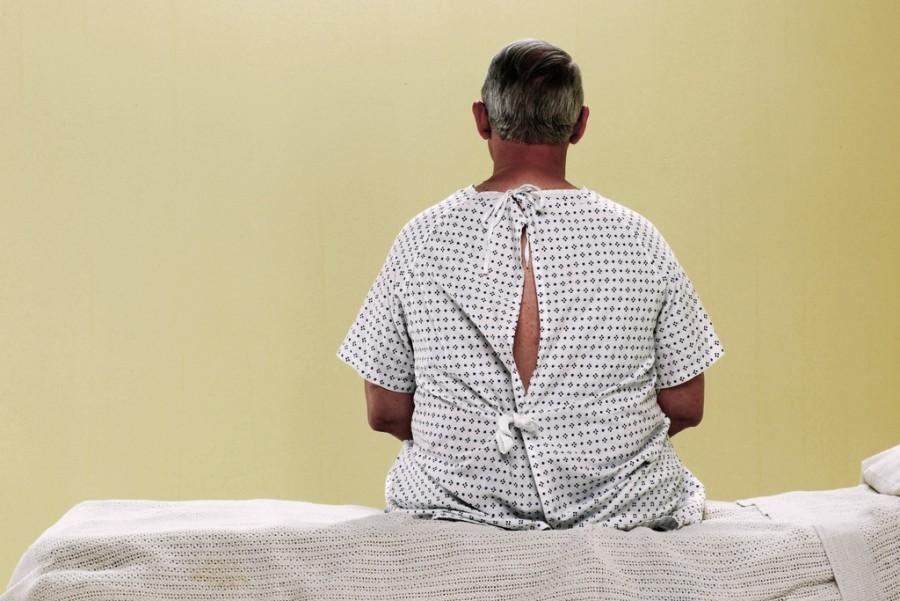 FELKHÁBORÍTÓ! 75 év felett már nem kell gyógyítani?