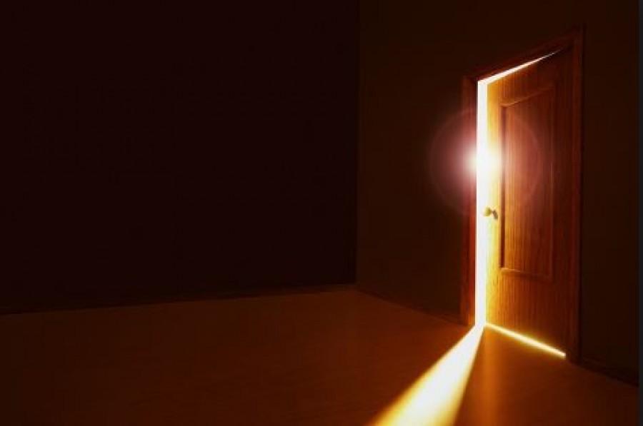 A férfi hajnalban ért haza, és halkan beosont nevelt lánya szobájába