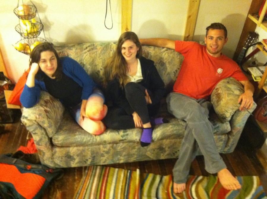Vettek egy használt kanapét, és nem hittek a szemüknek, amikor kiderült, mit rejtenek a szivacsok