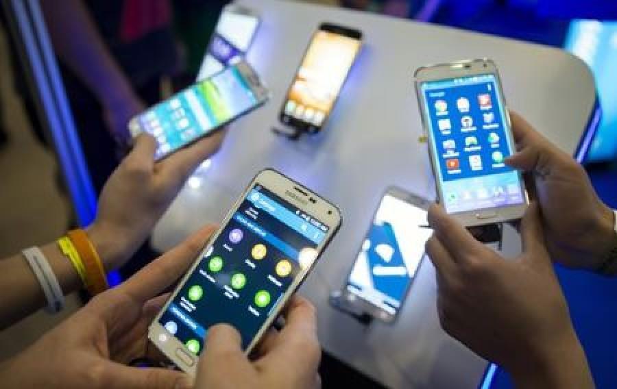 Októbertől változás a mobilpiacon! Minden előfizetőt érint!