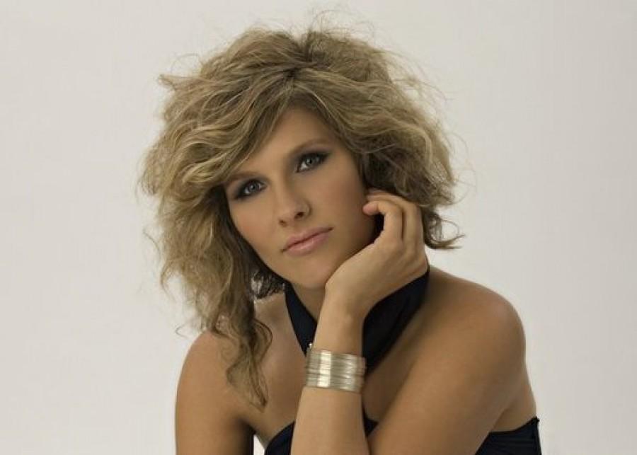 DÖBBENET! Fiatalon elhunyt a népszerű magyar énekesnő!
